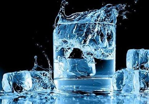 فواید یخ برای جوش صورت و بدن؛ چطور از یخ برای بهبود جوش استفاده کنیم؟
