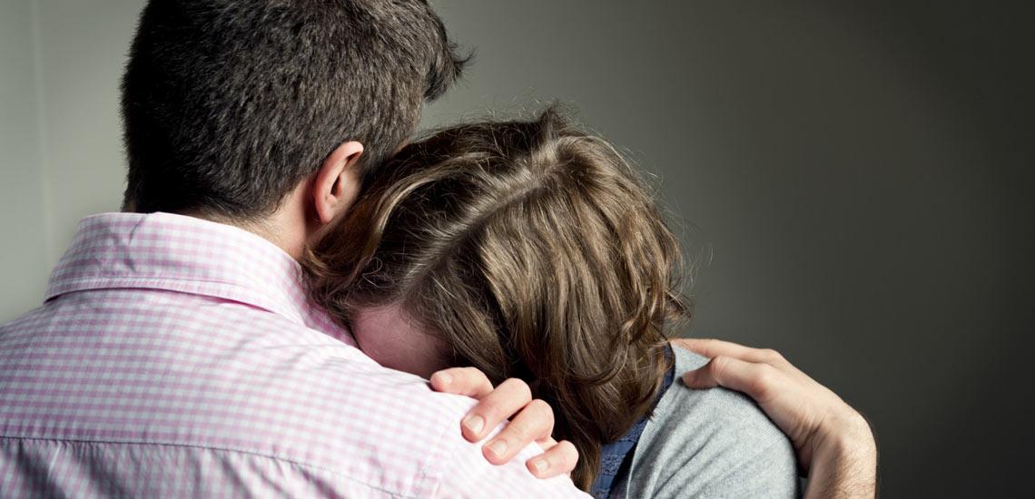 وقتی کسی گریه میکند چگونه او را آرام کنیم؟